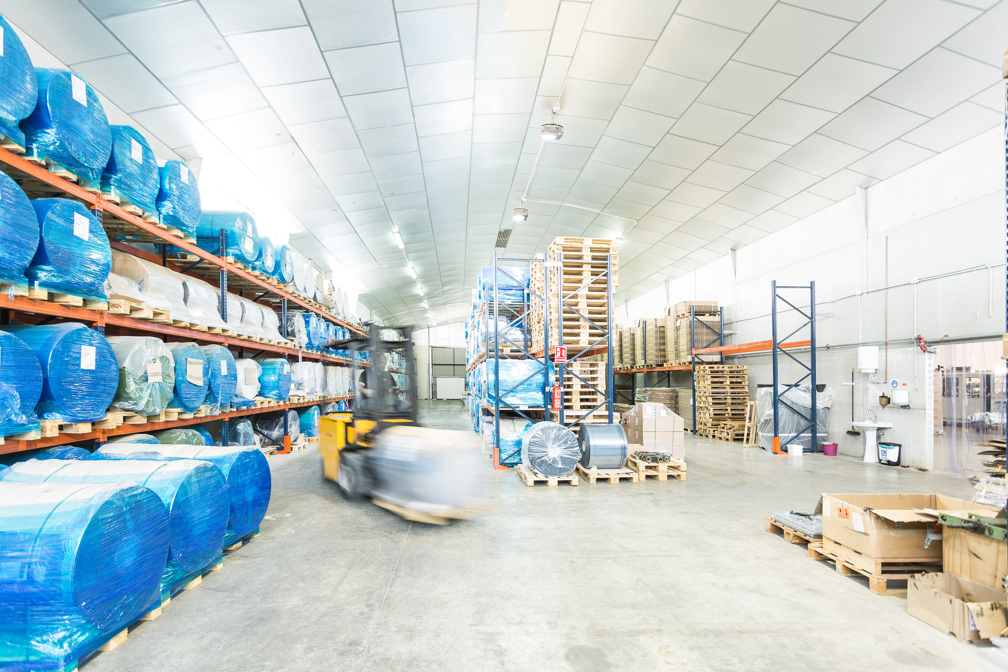 Empresa termoconformado alimentario en almacén